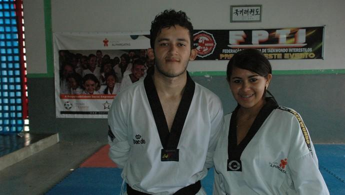 Allan Ewerty da Silva e a irmã Allana Brenda, alunos de taekwondo (Foto: Larissa Keren / GloboEsporte.com/pb)