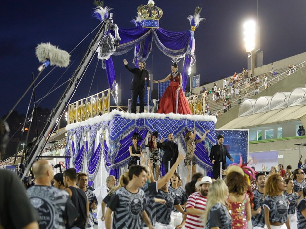 Elenco de 'Império' grava o grande desfile da União de Santa Teresa (Foto: Artur Meninea/Gshow)