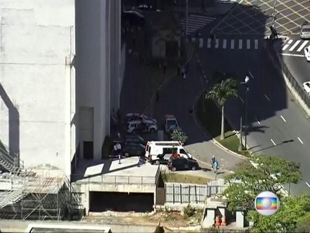 Suspeito é morto por policial de folga após roubo em shopping da Zona Norte de São Paulo, diz Polícia Militar (Foto: Reprodução TV Globo)