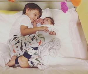 felipe-simas-filhos-joaquim-e-maria (Foto: Reprodução/Instagram)