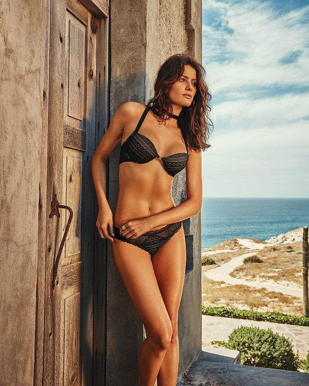 Isabeli Fontana posa de lingerie (Foto: Reprodução / Instagram)
