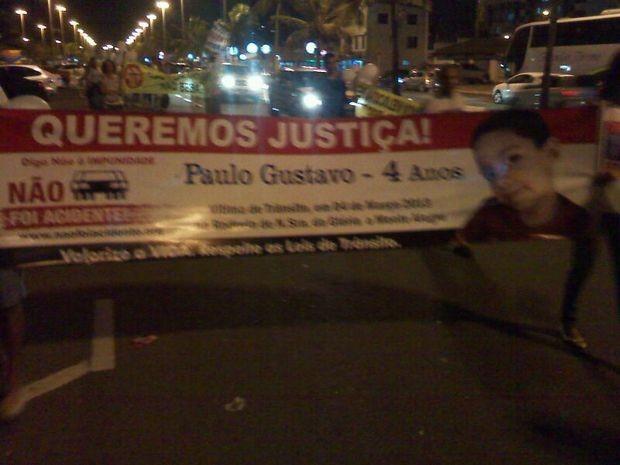 Muitos casos ainda sem solução foram lembrados pelos manifestantes na Zona Sul de Aracaju (Foto: Leandro da Graça/TV Sergipe)