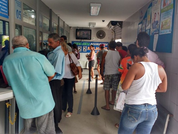 Casas Lotéricas em Maceió absorveram demanda desde o inícioda greve dos bancários (Foto: Marcio Chagas/G1)