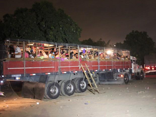 Segundo a PRF, romeiros eram transportados de forma irregular (Foto: Ellyo Teixeira/G1)