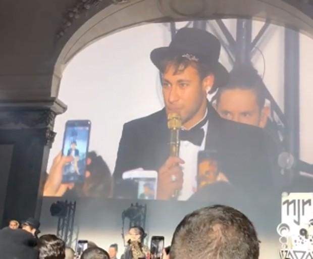 Neymar faz discurso (Foto: Reprodução/Instagram)