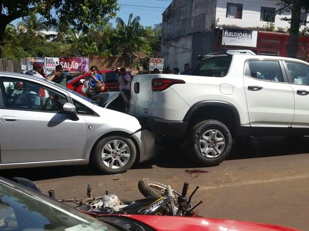 Acidente ocorreu na Avenida 7 de Setembro e envolveu três veículos (Foto: Jackson Maranhão/Reprodução)