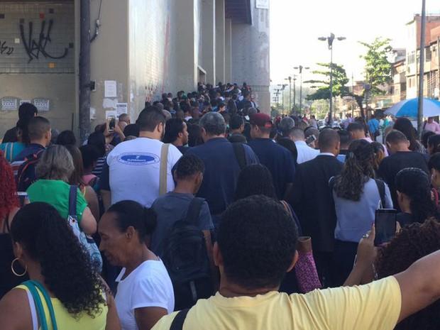 Imagem mostra fila no Metrô, estação Irajá (Foto: Victor Hugo A. Pereira/Arquivo Pessoal)