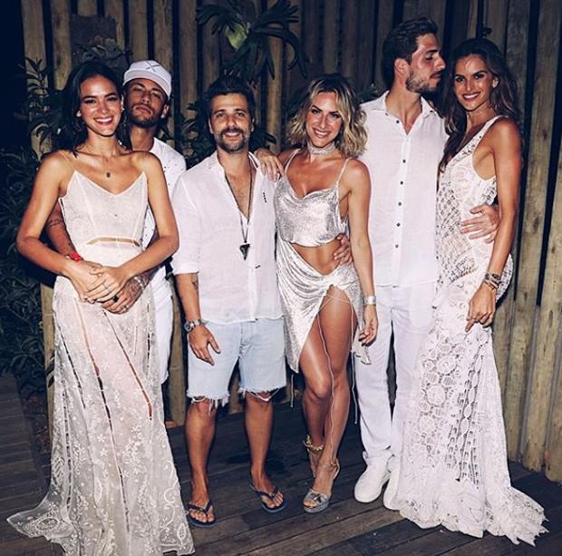 Neymar, Bruna Marquezine, Giovanna Ewbank, Bruno Gagliasso, Izabel Goulart e Kavin Trapp em Fernando de Noronha (Foto: Reprodução/Instagram)