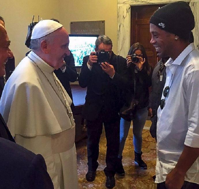 BLOG: Ronaldinho se diz emocionado após visita ao Papa Francisco no Vaticano