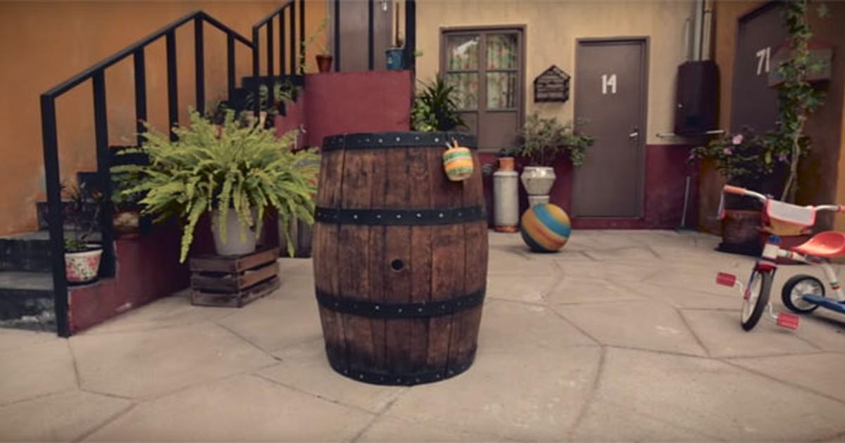 Resultado de imagem para chaves morava dentro barril