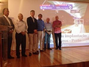 Autoridades estiveram na apresentação do projeto do VLT (Foto: João Paulo de Castro/G1)