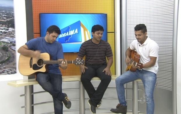 Banda 'Batidão Universitário' cantou sucessos musicais (Foto: Roraima TV)