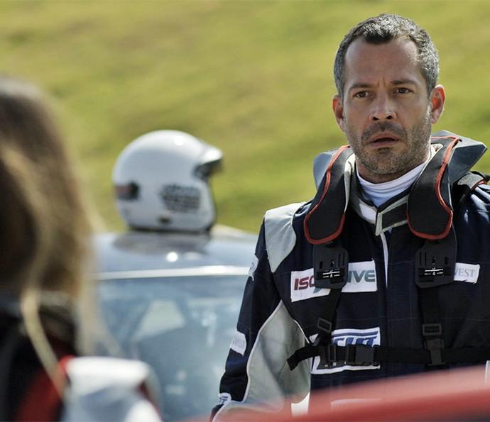 Apolo fica de queixo caído ao ver piloto (Foto: TV Globo)