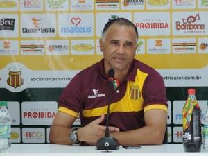Oliveira Canindé - técnico do Sampaio (Foto: Divulgação / Sampaio Corrêa)