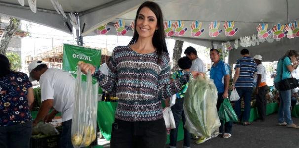 A repórter Andrea Resende garantiu produtos fresquinhos  (Foto: Divulgação/ Marketing TV Gazeta)