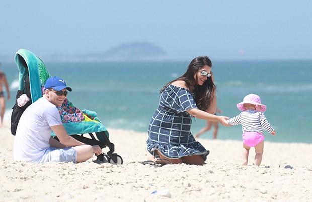 Michel Teló e Thaís Fersoza com os filhos, Melinda e Teodoro (Foto: Agnews)