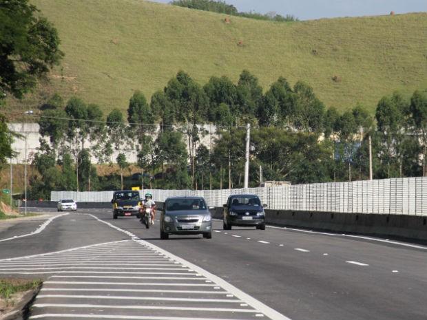 Trecho do 11 da Rodovia dos Tamoios, na altura de S�o Jos� dos Campos (Foto: Carlos Santos/G1)