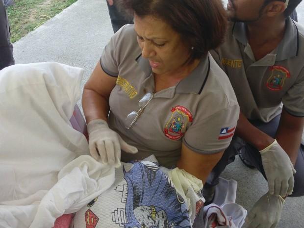 Mãe e vbebê foram levados para maternidade do hospital municipal da cidade (Foto: Divulgação/Seap)