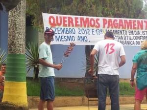Grupo está acampado em frente a prefeitura (Foto: Flávia Martins Camilo)