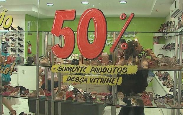 Promoções, parcelamentos, crediários são atrativos para o consumidor (Foto: Acre TV)