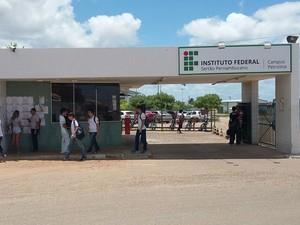 Entrada do IF Sertão-PE, Campus Petrolina  (Foto: Amanda Franco/G1)