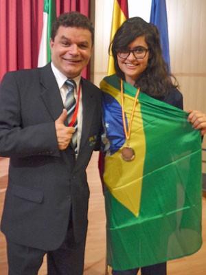 Liara ganhou bronze na Ibero de Física na Espanha (Foto: Objetivo/ Divulgação)