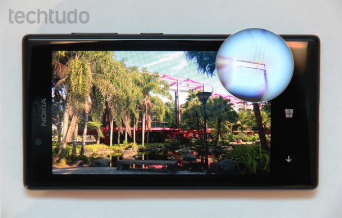 Tela do Lumia 720 tem apenas 480 x 800 pixels de resolução (Foto: Isadora Díaz/TechTudo)