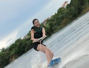 Andressa praticando Wakeboard (Foto: Arquivo Pessoal)