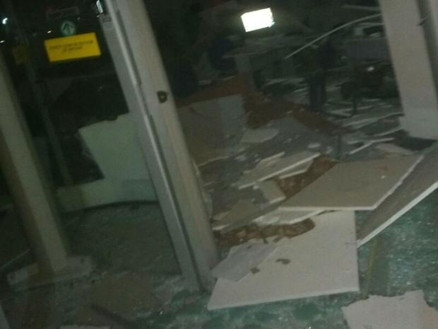 Agência ficou destruída após explosão na Bahia (Foto: Divulgação / Polícia Militar)