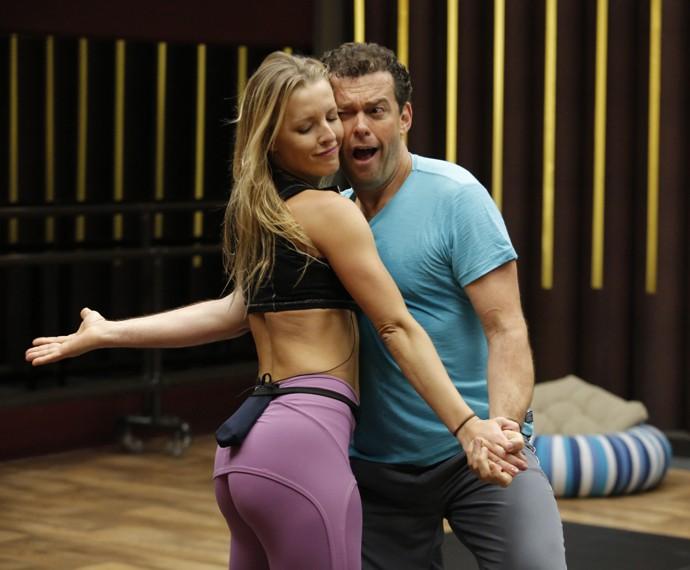 Fernando Rocha dança com Juliana Valcézia (Foto: Fábio Rocha / Gshow)