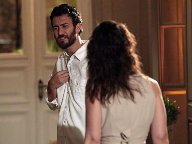 Rodrigo aborrecido com Beatriz   (Foto: Amor Eterno Amor/TV Globo)