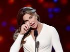 Poderosa: Caitlyn Jenner aparece deslumbrante em premiação