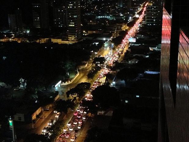 Apagão provocou congestionamento em várias ruas de Natal (Foto: Luciana Campos)