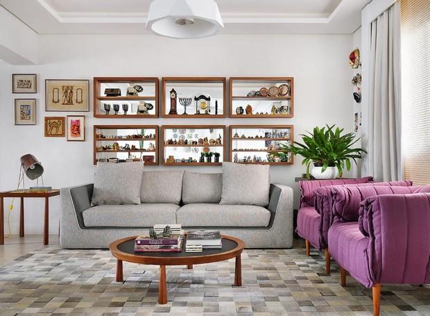 Apartamento antigo se renova com marcenaria e espa o para for Sala de estar funcional