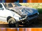 Motorista de 42 anos morre após bater carro em barranco e capotar