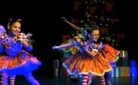 Telejornal encerrou com imagens de dança (Foto: Reprodução/RBS TV)