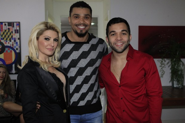 Antônia Fontenelle, Naldo e Jonathan Costa em festa na Zona Oeste do Rio (Foto: Isac Luz/ EGO)
