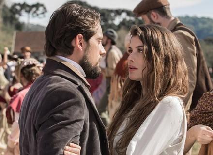 Lívia e Felipe finalmente se reencontram