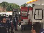 Micro-ônibus com garis bate em poste e deixa 11 feridos em Manaus