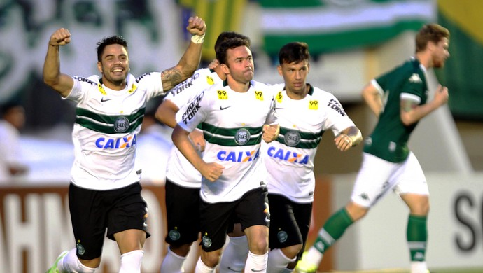 Juan comemora gol contra o Goiás (Foto: Carlos Costa/Agência Estado)