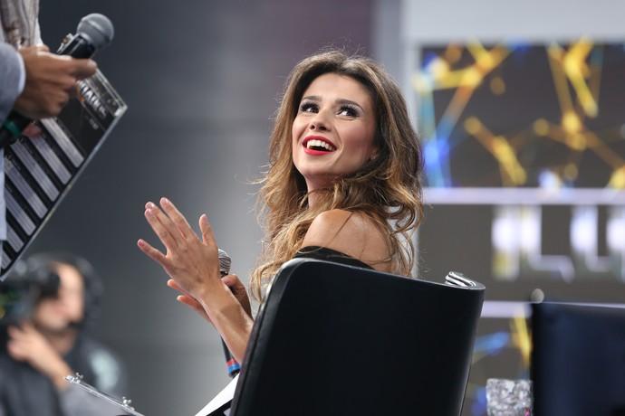 Paula Fernandes no palco do 'Domingão do Faustão' (Foto: Carol Caminha/Gshow)