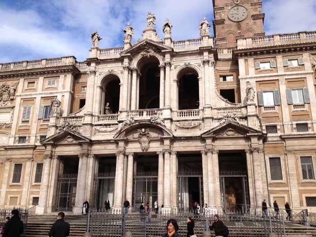 O Papa Francisco visitou na manhã desta quinta-feira (14), em sua primeira saída oficial do Vaticano, a Igreja de Santa Maria Maggiore, no Centro de Roma. (Foto: Juliana Cardilli / G1)