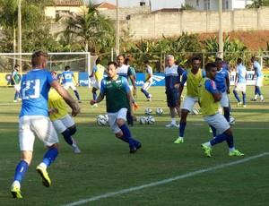 Jogadores do Cruzeiro durante treinamento na Toca da Raposa II (Foto: Marco Astoni)