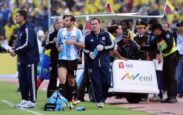 Mascherano confusão, Argentina x Equador (Foto: AFP)