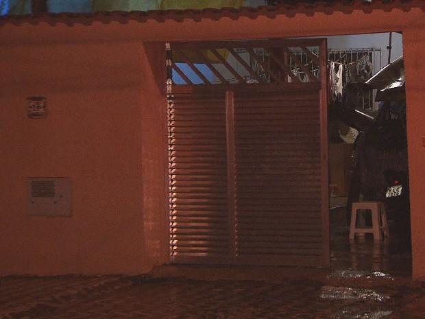 Pitbull mata o próprio dono, ataca mulher e acaba morto pela polícia (Foto: Reprodução / TV Tribuna)