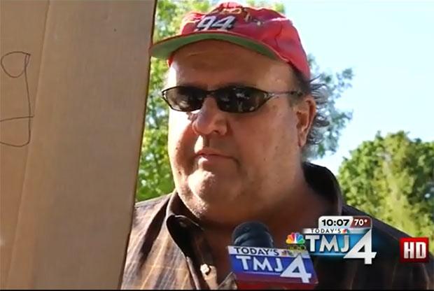 Bill Wisth pesa cerca de 160 quilos e mede 1,98 metro. (Foto: Reprodução/KLTV)