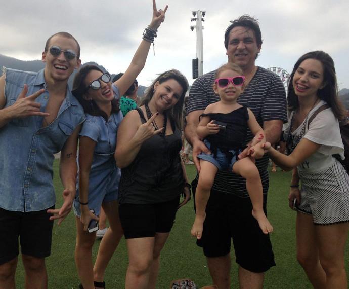 Completa! A família Favale quis vir em um dia em que todos pudessem vir juntos: mãe, pai e os quatro filhos. A caçula de 1 ano veio também (Foto: Carolina Morgado / Gshow)
