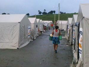 Famílias atingidas pela cheia estão sendo abrigada em barracas (Foto: Defesa Civil/Divulgação)