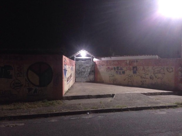 Escola invadida por adolescentes em Ananindeua. (Foto: Robério Vieira/ TV Liberal)