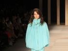 Ágatha apresenta coleção glamurosa em desfile no Fashion Rio